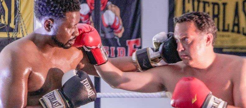 Men boxing
